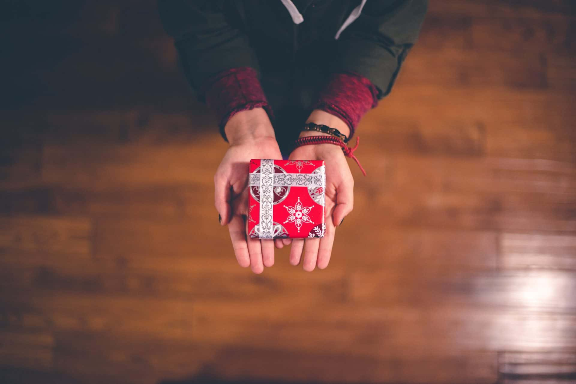 3 Tricks to Staying in Your Christmas Presents Budget
