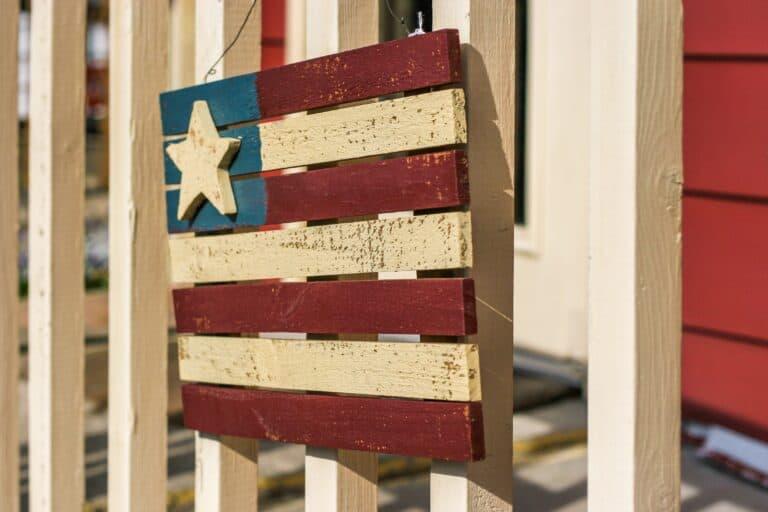 12 Patriotic 4th of July Wreaths & Door Hangers