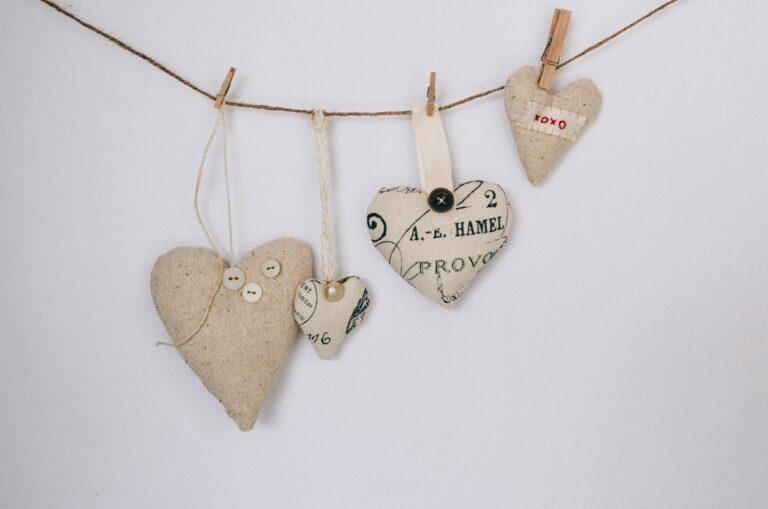 18 DIY Valentine's Day Decor Ideas