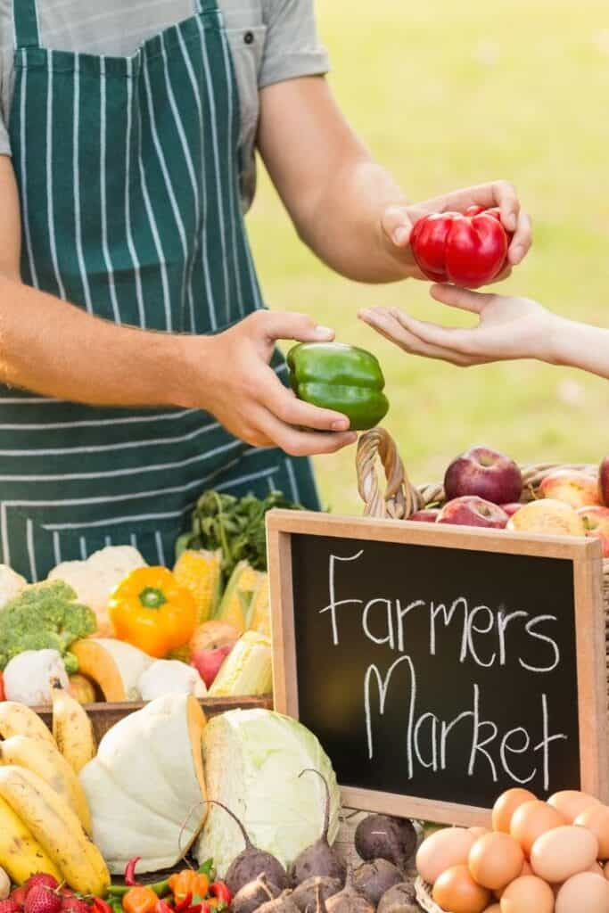 eat healthy on a budget at a farmer's market